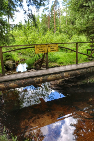 The stream that marks the Swedish/Norwegian border. Sign in Swedish on the left and Norwegian on the right.