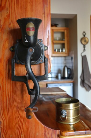 Details from the adorable miniature farmstyle kitchen